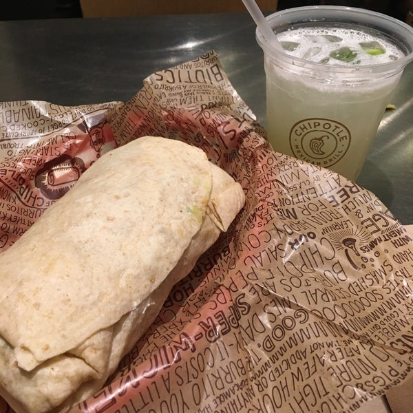Photo taken at Chipotle Mexican Grill by Mary Alice L. on 10/12/2015