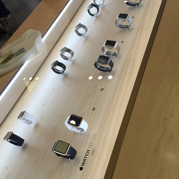 Photo taken at Apple La Cantera by Carlos F. on 10/14/2015