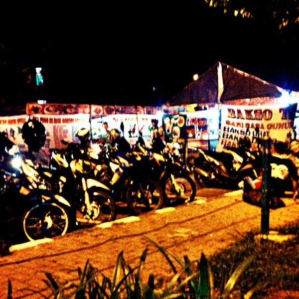 Photo taken at Pusat Jajanan Malam TMP Kalibata by Dwiki S. on 11/22/2013