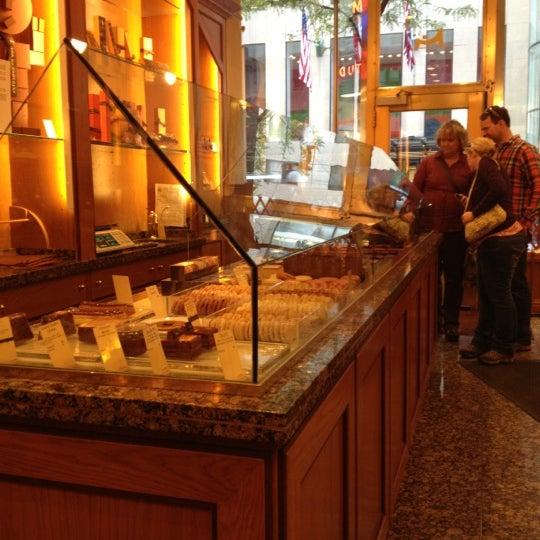 Photos at la maison du chocolat rockefeller center 50 for 1313 la maison du cauchemar