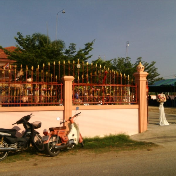 Photo taken at อำเภอชะอำ (Amphoe Cha-am) by Sasina W. on 4/26/2015