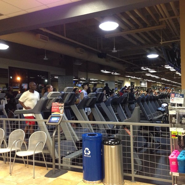 Photo taken at 24 Hour Fitness by Nathan L. on 10/23/2013