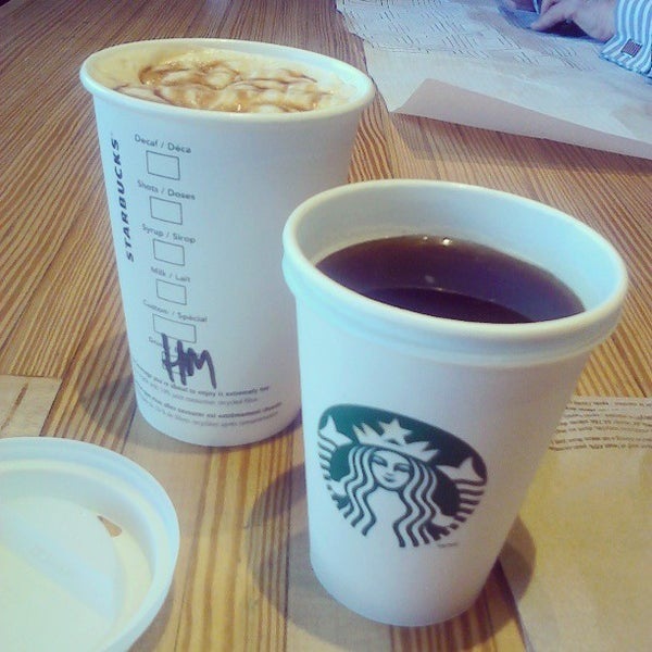 Photo taken at Starbucks by MH♪ on 3/22/2013
