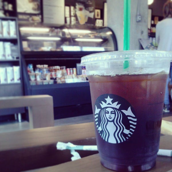 Photo taken at Starbucks by MH♪ on 8/21/2013