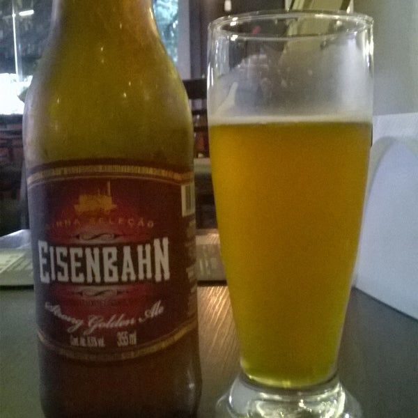 Cervejas especiais e comida japonesa. Também servem pratos brasileiros.