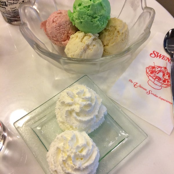 Photo taken at Swensen's by Mookiee🌿 on 10/2/2016
