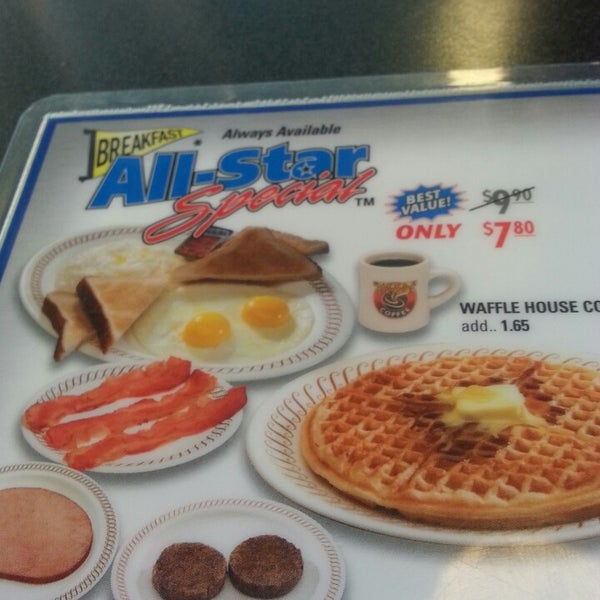 Photo taken at Waffle House by Nickolai D. on 5/22/2013