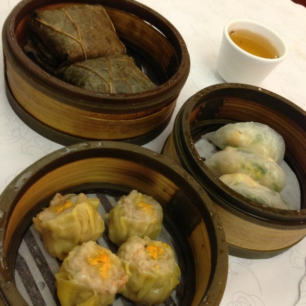 Photo taken at Canton Dim Sum & Seafood Restaurant by Johnny L. on 3/26/2013