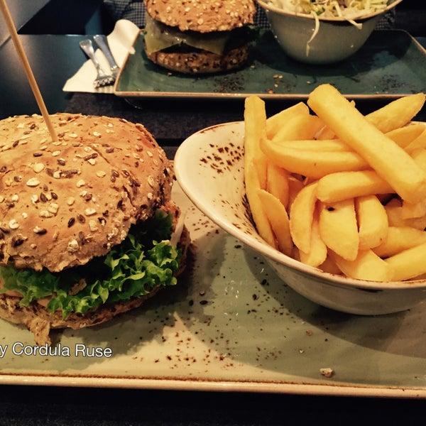 Der vegane Burger ist lecker, leider gibt es (noch?) keine vegane Nachspeise.