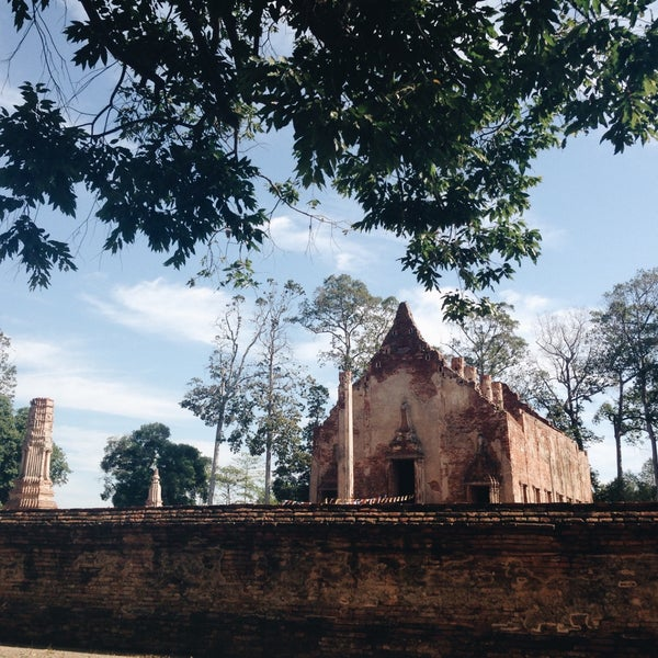 Photo taken at วัดโพธิ์ประทับช้าง by Thanisorn J. on 12/31/2015