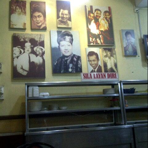 Photo taken at Restoran Pinang Sebatang by Syahz Z. on 10/18/2012