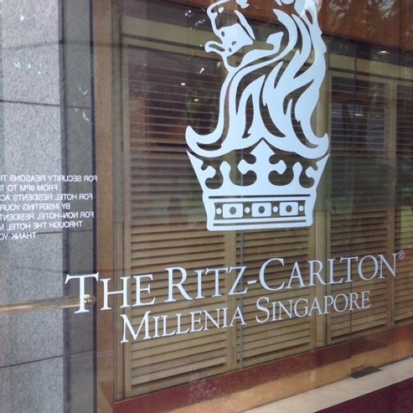 Photo taken at The Ritz-Carlton, Millenia Singapore by Mehmetali Y. on 11/14/2013