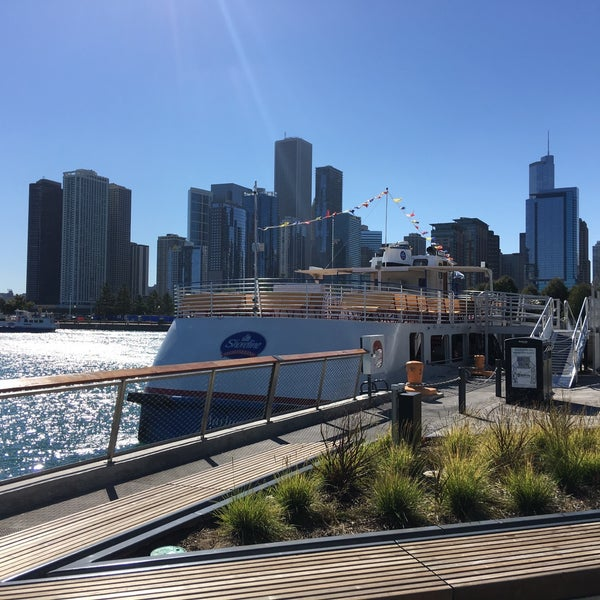 chicago line cruises architectural tour boat or ferry