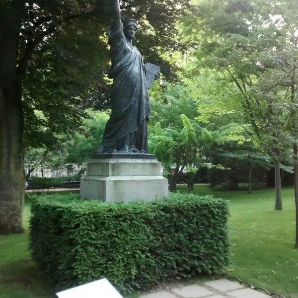 Statue de la libert od on paris le de france - Statue de la liberte jardin du luxembourg ...