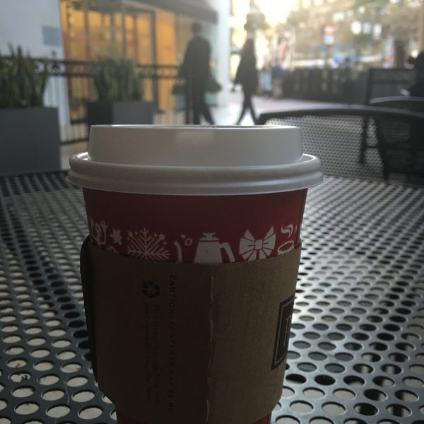 Photo taken at Peet's Coffee & Tea by Jim B. on 11/5/2015