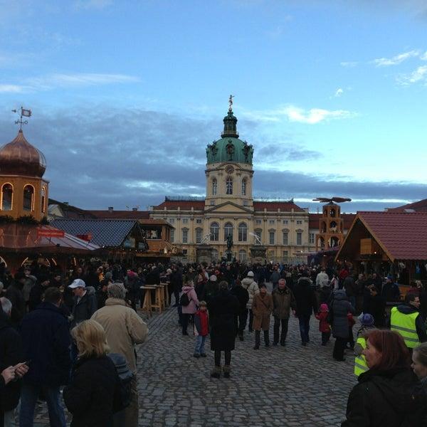 Photo taken at Weihnachtsmarkt vor dem Schloss Charlottenburg by Rik M. on 12/26/2012