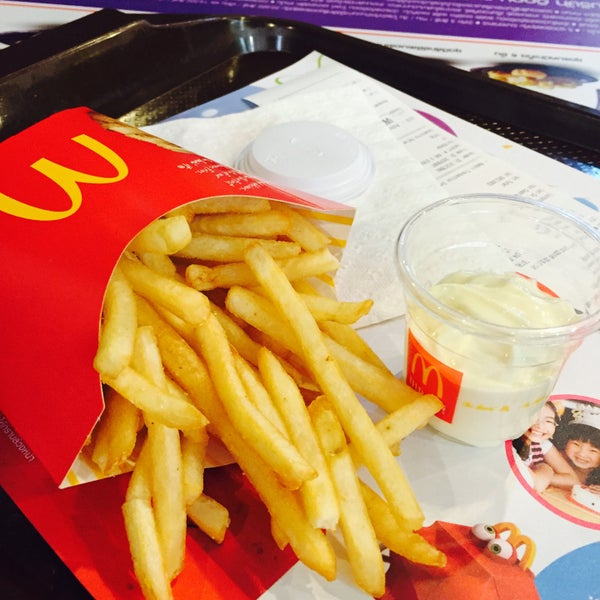 Photo taken at McDonald's by AIMAIM K. on 7/12/2016