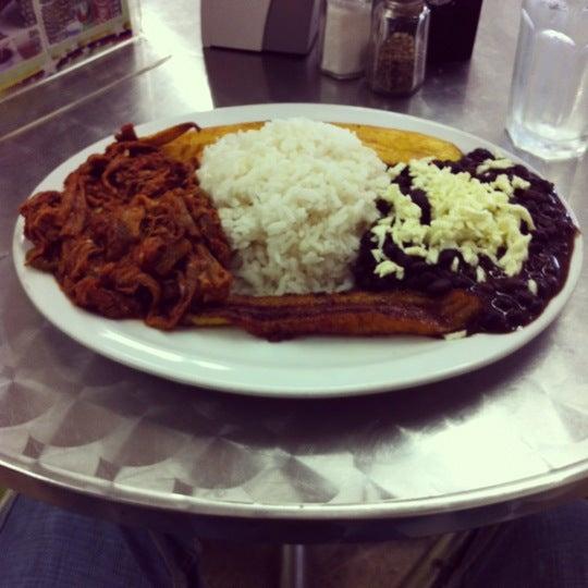 Photo taken at Panadería Los Venezolanos by Arquimedes R. on 10/28/2012