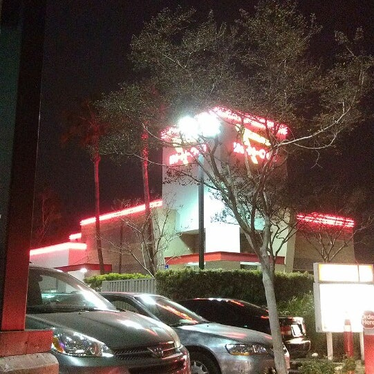 Photo taken at In-N-Out Burger by Jay S. on 3/24/2013