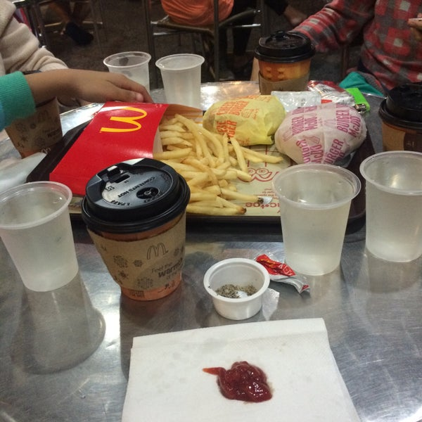 Photo taken at McDonald's by Krisly C. on 12/19/2015