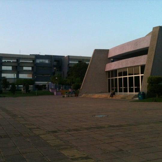 Photo taken at Universidad del Valle de Atemajac (UNIVA) by Aralé M. on 10/23/2012
