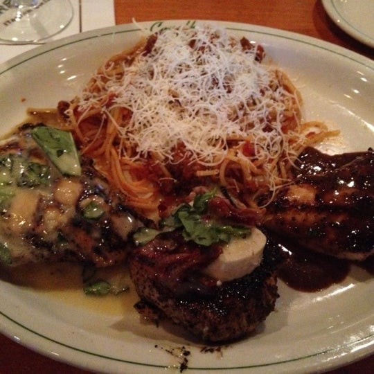 Photo taken at Carrabba's Italian Grill by Matt S. on 11/1/2012
