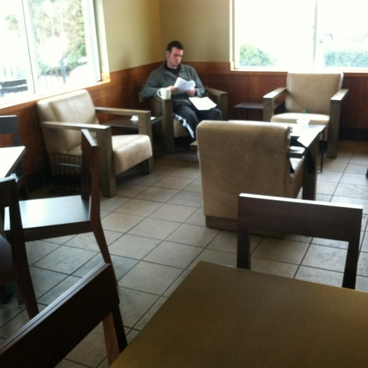 Photo taken at Starbucks by Alice L. on 12/11/2012