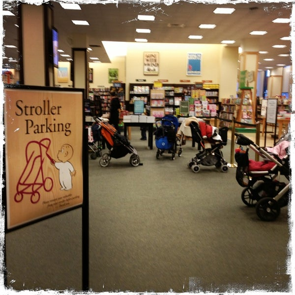 Photo taken at Barnes & Noble by Connie W. on 1/5/2013