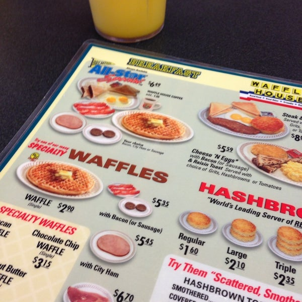 Photo taken at Waffle House by Nelly A. on 7/13/2013