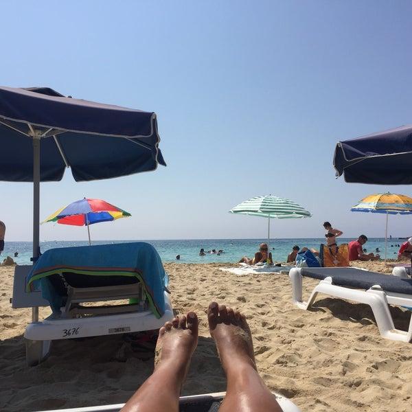 Photo taken at Makronissos beach by Nastya 🍸 G. on 8/2/2016