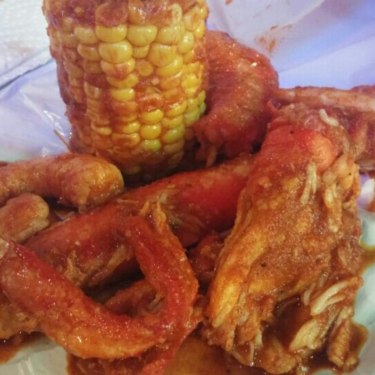 Photo taken at Hot N Juicy Crawfish by Mike D. on 10/18/2015