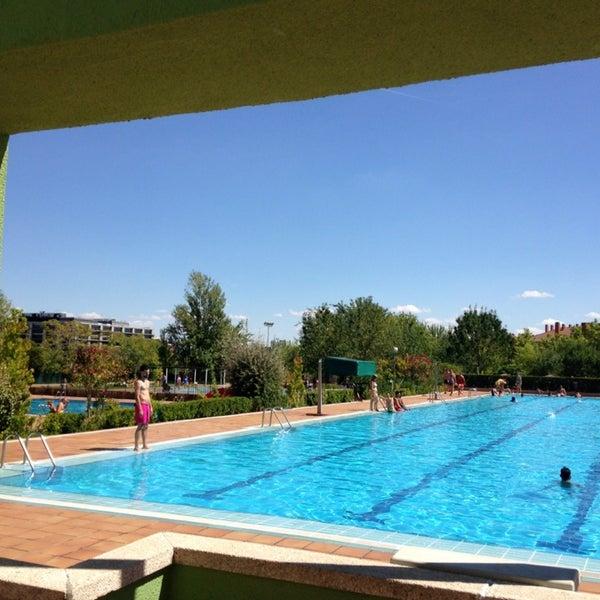 piscina luis aragones