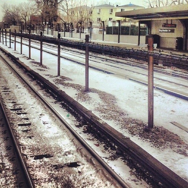 Photo taken at MTA Subway - Baychester Ave (5) by andre r. on 1/26/2014