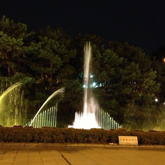 Photo taken at 예술의전당 (Seoul Arts Center) by DJ L. on 10/5/2012