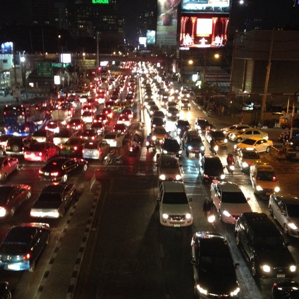 Photo taken at แยกอโศก-เพชรบุรี (Asok-Phetchaburi Intersection) by Patsorn T. on 1/9/2014