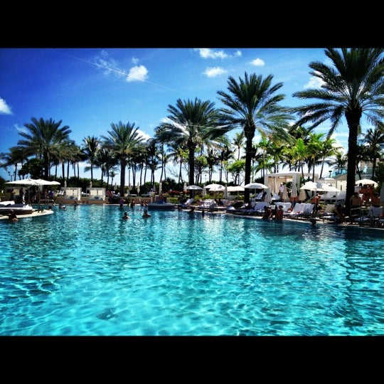 Pool Fontainebleau Hotel Pool In Miami Beach