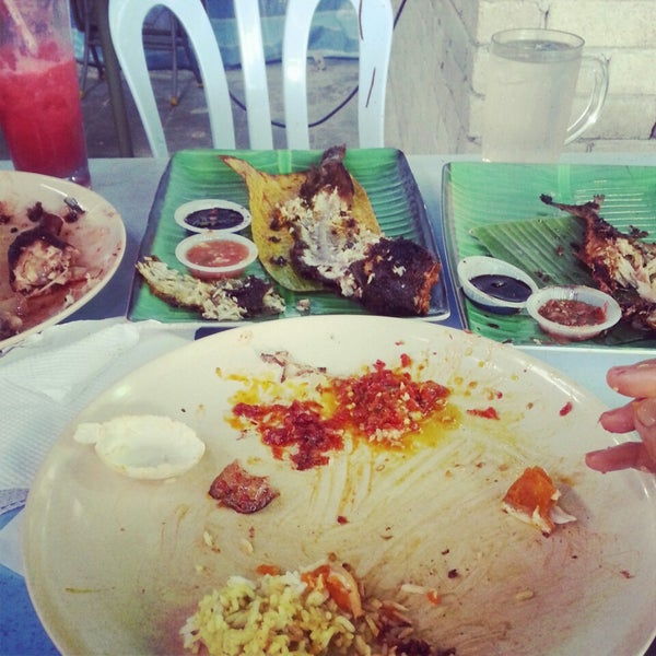 Photo taken at Restoran Sambal Hijau by wanis a. on 3/2/2014