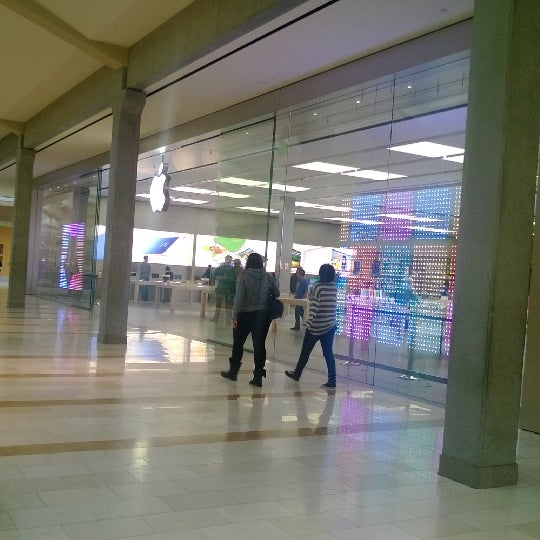 Photo taken at Apple Store, Bellevue Square by Mirek S. on 1/14/2014