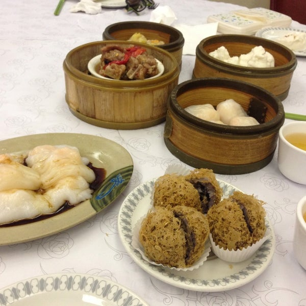 Photo taken at Canton Dim Sum & Seafood Restaurant by Alice H. on 3/22/2014