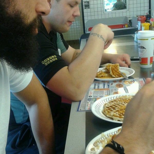 Photo taken at Waffle House by Peter K. on 9/26/2016
