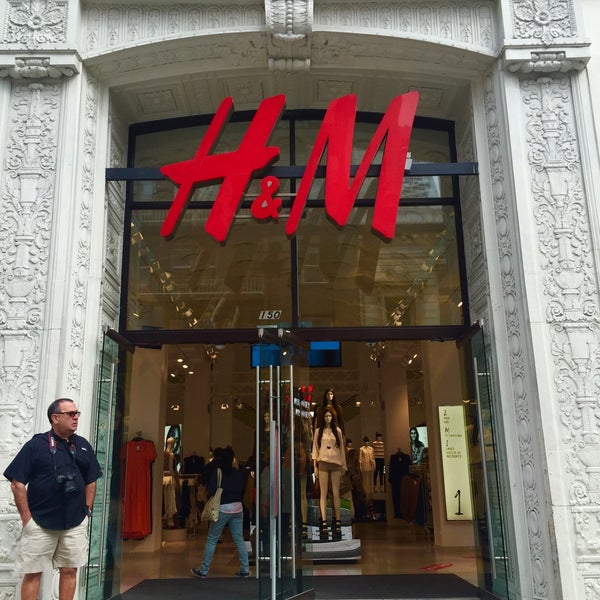 Photo taken at H&M by Arwa A. on 3/25/2015