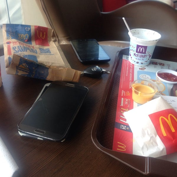 Photo taken at McDonald's (แมคโดนัลด์) by Piraya C. on 10/30/2014