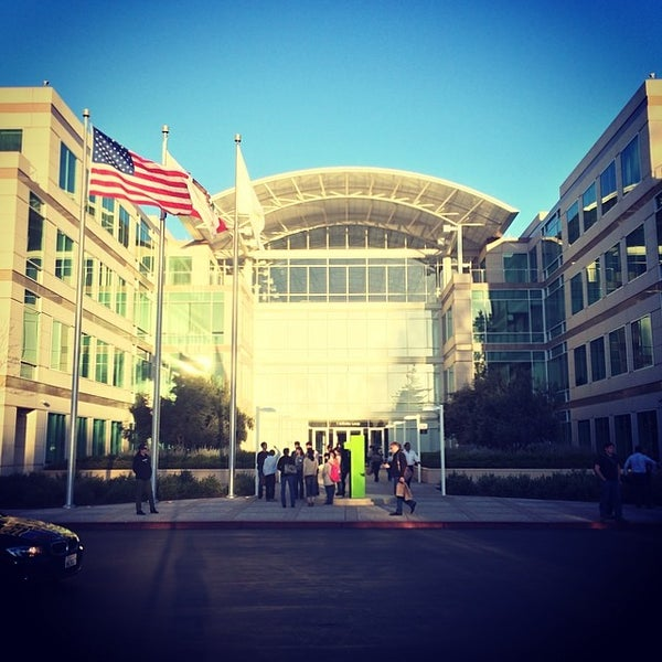Photo taken at Apple Inc. by Yuki K. on 3/8/2014