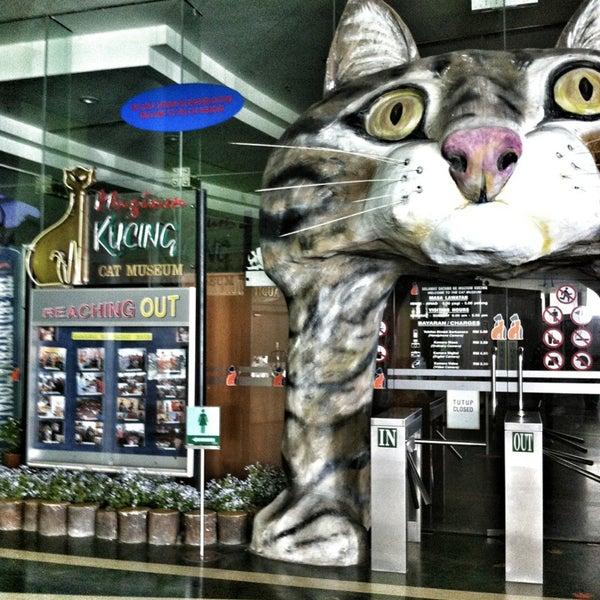 Photo taken at Cat Museum (Muzium Kucing) by Linda R. on 3/29/2013