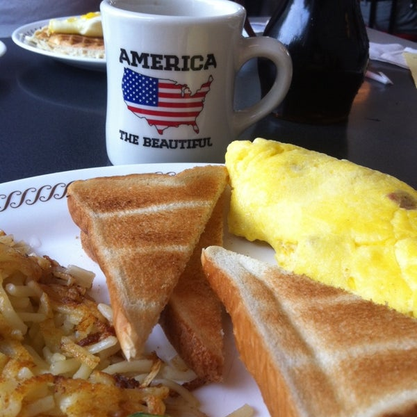 Photo taken at Waffle House by Lauren G. on 8/25/2013