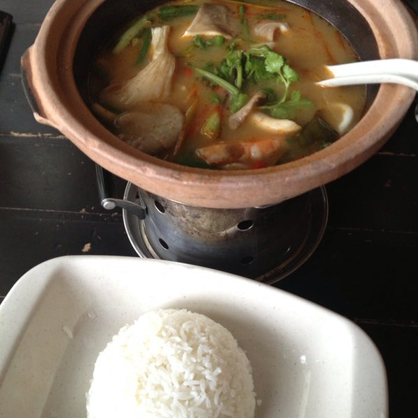 Photo taken at Soul Thai Restaurant by mio kelly K. on 8/21/2014