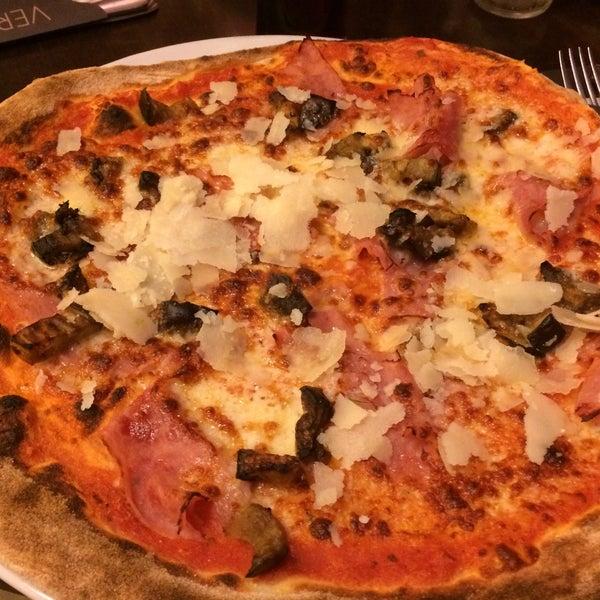 Photo taken at Very Italian Pizza by Maria V. on 11/22/2015