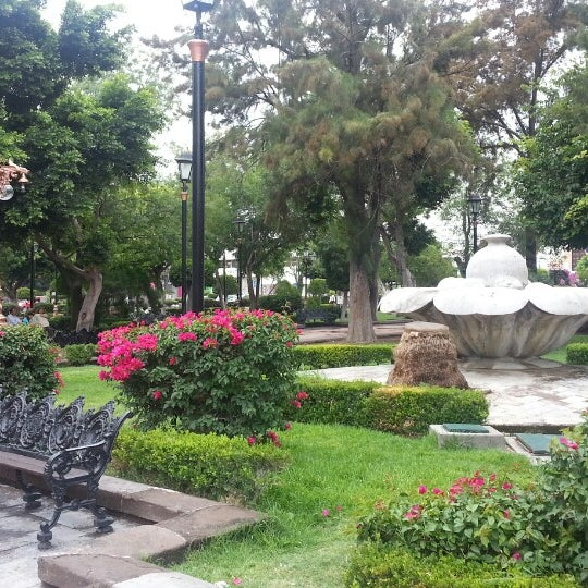 Jardin de tequisquiapan plaza for Jardines de plaza