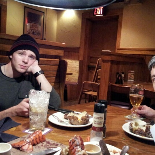 Photo taken at Outback Steakhouse by Vicki R. on 11/14/2012