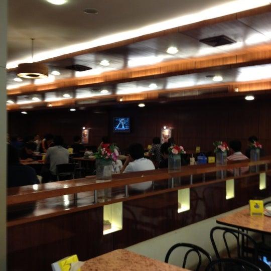 Photo taken at Food Center (ศูนย์อาหารเมืองทองธานี) by Chanchai N. on 11/25/2012